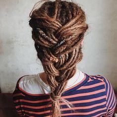 Dread-Frisur Dreadlock Styles, Dreads Styles, Hair Styles, Half Dreads, Rasta Hair, Dreadlocks Girl, Hippie Hair, Boho Hippie, Beautiful Dreadlocks