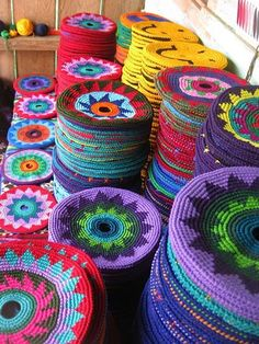 NO pattern--- Just an Amazing Story of how these came about ---- Pocket Disc: Guatamalan women make these crocheted frisbees/potholders in a beautiful array of colors and designs Crochet Diy, Crochet Home, Crochet Crafts, Yarn Crafts, Crochet Projects, Diy Crafts, Tapestry Crochet Patterns, Crochet Circles, Crochet Potholders