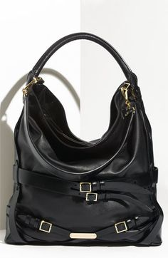Burberry Leather Hobo available at #Nordstrom #clutch #purse #handbag La Negra, nunca falla, con majones, y un look casual pero chic