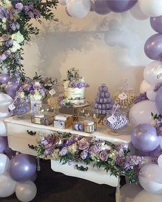 La imagen puede contener: flor, tabla e interior