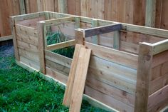 Plans for DIY compost bin from http://www.mybitofearth.net/2009/07/now-were-cookin-some-compost.html
