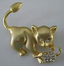 Cat playing with a mouse brooch