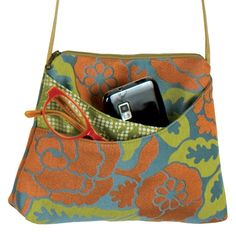 Maruca handbags ~ this is one that I shall be replicating using another pattern as a guide that I already have pinned here  ~  cute how the pockets reveal the contrast fabric!!