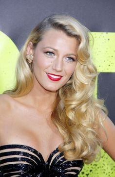 Red carpet hairstyle. Soft glamorous hollywood curls - Blake Lively. Celebrity hairstyle.