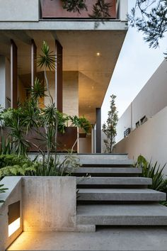 The Mexican architecture studio Landa Suberville has recently completed a single-family house that located in Cumbres de Santa Fe, This is located in a subdivision to the Modern Entrance, Entrance Design, House Entrance, Door Design, Exterior Design, Architecture Design, Residential Architecture, Amazing Architecture, Exterior Stairs