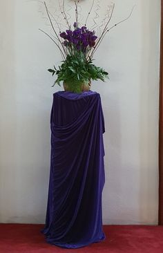 Church Flower Arrangements, Church Flowers, Glass Vase, Home Decor, Church Decorations, Homemade Home Decor, Decoration Home, Interior Decorating