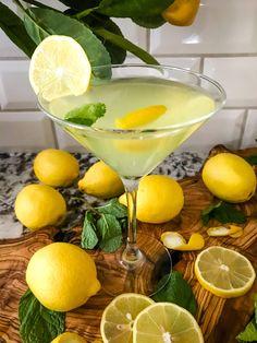 Amalfi Martini Limoncello Gin Martini Recipe, Limoncello Martini, Martini Recipes, Vodka Recipes, Easy Drink Recipes, Alcohol Drink Recipes, Lemonchello Drinks, Cocktail Drinks