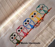 Lindas corujinhas!! Toalha de rosto bordada em Ponto Cruz. #Embroidery #Crossstitch