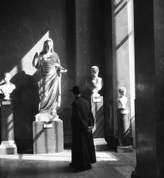 VIVIAN MAIER  Paris, France (Priest at the Louvre),1959  For more information contact:The Jeffrey Goldstein Collection
