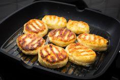 Syrniki: Rosyjskie placuszki z twarogu Cooking Tips, Cooking Recipes, Food Cakes, Griddle Pan, Cake Recipes, Vegetarian Recipes, Good Food, Food And Drink, Healthy Eating