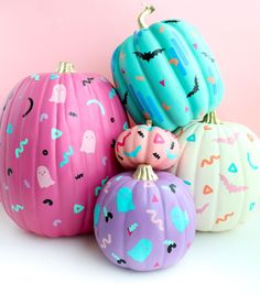 Halloween is less than ten days away. It's time for Halloween decorations. In this season, it's the ripe season for pumpkins. Pumpkin is an indispensable decoration for Halloween. It can beautify your family and Halloween table. Kawaii Halloween, Halloween Tags, Halloween Mignon, Holidays Halloween, Halloween Crafts, Happy Halloween, Halloween 2019, Halloween Season, Pink Halloween Costumes