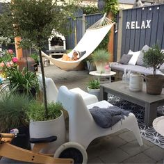Garden Structures may be used to alter a garden into an outdoor living space and so much more. There are many options available for both small and big gardens Fire Pit Backyard, Backyard Patio, Backyard Landscaping, Back Gardens, Small Gardens, Outdoor Gardens, Outdoor Rooms, Outdoor Living, Outdoor Decor