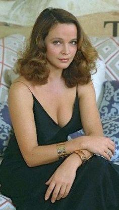 Laura Antonelli (nacida Laura Antonaz; Pola, 28 de noviembre de 1941 – Ladispoli, 22 de junio de 2015) murió el 22 de junio de 2015 a los 73 años, de un ataque al corazón.