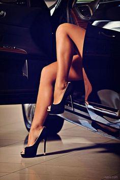 The brandaholic luxury lifestyle, 2019 cipők, divat ve lábak Hot Heels, Sexy High Heels, Sexy Legs And Heels, Platform High Heels, Peep Toe Heels, Stiletto Heels, Classy Heels, Thigh High Boots, High Heel Boots