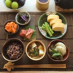 Must-Try Japanese Dishes Japanese Dishes, Japanese Food, Asian Cookbooks, Asian Recipes, Healthy Recipes, Aesthetic Food, Food Design, Food Presentation, Food Inspiration