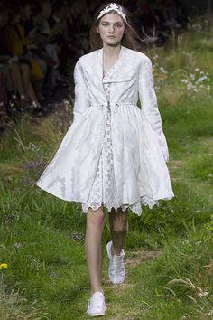 Moncler Gamme Rouge Spring 2016 Ready-to-Wear Collection Photos - Vogue#1