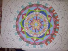 Môj oddych v piatok večer, po tréningu a pred turnajom. Kreslené mastným pastelom. Zistila som, že ma táto symetria upokojuje  :)