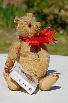 "♥•✿•♥•✿ڿڰۣ•♥•✿•♥ ♥   Cute vintage  9"" teddy....Possible Steiff.  Photo via Ebay  ♥•✿•♥•✿ڿڰۣ•♥•✿•♥ ♥"