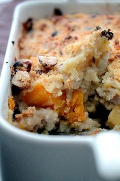 Parsnip, butternut and sweet chestnut crumble Plats Healthy, My Recipes, Favorite Recipes, Sweet Chestnut, Batch Cooking, Oatmeal, Curry, Veggies, Healthy Eating
