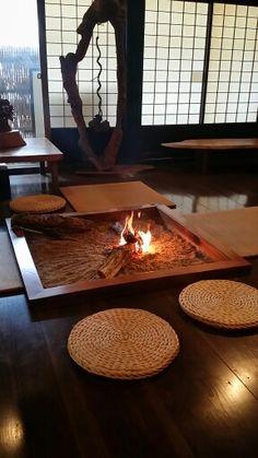囲炉裏 Modern Japanese Interior, Japanese Modern, Japanese Design, Japanese Style House, Traditional Japanese House, Dream Home Design, House Design, Irori, Asian Design