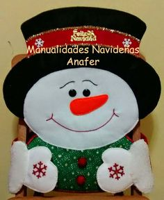 Hermosos muñecos navideños elaborados en paño lency estampado y cosidos a mano.  Se adaptan a cualquier tipo de silla.  Medidas : 1. Noel... Christmas Chair, Indoor Christmas Decorations, Christmas Sewing, Christmas Embroidery, Felt Christmas Ornaments, Christmas Projects, Holiday Crafts, Christmas Makes, Christmas Holidays