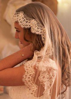 """""""Louise"""" Voile de mariée rétro en tulle de soie et dentelle brodée de perles - So Hélo"""