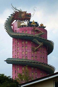 Templo Wat Sampran Dragón en Tailandia, es una torre de 16 pisos.