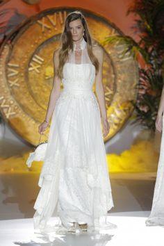 Foto 2 de 10 En el desfile de Inmaculada García en la BBW las modelos salieron a la pasarela con bolsos de novia | HISPABODAS