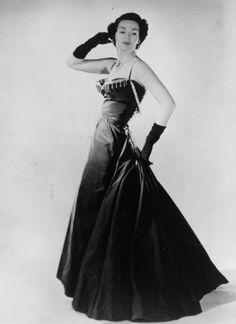 Le mannequin Barbara Goalen en robe New Look de Christian Dior en 1947