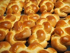 Making this bread is very easy but it takes time! Print Easy Easter Braided Bread Ingredients tsp – yeast active dry 1 tsp – salt cup 8 fl oz – WATER ½ tablespoon – olive oil 3 cup – flour all-purpose 1 large – egg white Instructions In large bowl, add … Bread Recipes, Baking Recipes, Braided Bread, Breakfast Recipes, Dessert Recipes, Desserts, Bread Ingredients, Vegetarian Recipes Easy, Restaurant Recipes