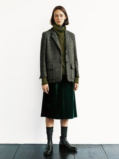 You can dress it up or down. Estilo Cool, Margaret Howell, Look Cool, Fashion Outfits, Womens Fashion, Minimalist Fashion, Jackets For Women, Women's Jackets, What To Wear