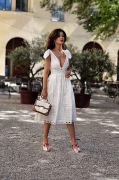 Vestido branco de laise in 2020 White Midi Dress, White Dress Summer, Little White Dresses, Lace Dress, Summer Dresses, Women's Fashion Dresses, Dress Outfits, Casual Dresses, Frack