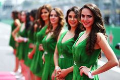 Hot grid girls on the drivers parade