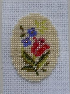 Cross Stitch Rose, Beaded Cross Stitch, Cross Stitch Borders, Cross Stitch Designs, Cross Stitching, Embroidery Works, Beaded Embroidery, Cross Stitch Embroidery, Hand Embroidery
