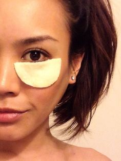 How to Make an Organic Green Tea Under Eye Mask With Aloe