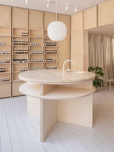 Contemporary skincare specialists RÖ Skin opens its Treatment Rooms in Stamford, a haven of modern and cutting-edge skincare wellness wonders in the UK. Design Café, Store Design, Design Ideas, Commercial Design, Commercial Interiors, Boutique Cuir, Front Rooms, Treatment Rooms, Retail Interior