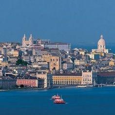 Wijnreis Lissabon Alentejo: Lissabon, de witte stad, ligt aan een prachtige baai en heeft zoals alle grote Zuid-Europese steden een uitgebreide eet- en drinkcultuur. Met een grote brigade top chefs die internationale erkenning krijgt en bij wie je heerlijk eet en drinkt. #wijn #culinair #wijnreis #stedentrip #vakantie #wijnreis #rondreis #Portugal #Lissabon #Alentejo