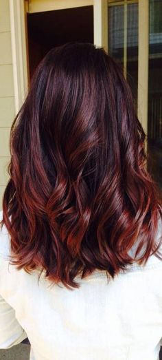 49 of the Most Striking Dark Red Hair Color Ideas Red Hair dark red brown hair Medium Layered Hair, Medium Hair Cuts, Medium Hair Styles, Long Hair Styles, Hair Color Auburn, Red Hair Color, Balayage Hair Auburn, Red Balayage Hair Burgundy, Auburn Ombre