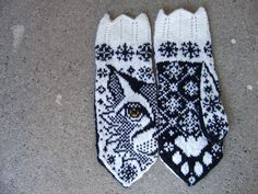 Ravelry: Love Lo (Lynx mittens) pattern by JennyPenny Knitted Mittens Pattern, Crochet Mittens, Fingerless Mittens, Knitted Gloves, Knitting Charts, Knitting Socks, Hand Knitting, Knitting Patterns, Knitting Machine