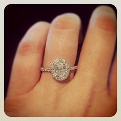 In love with this oval engagement ring from Tara & Co.!