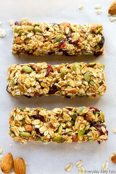 This No-bake, Healthy Fruit and Nut Granola Bars recipe is made with just 6 ingredients. These homemade granola bars are as tasty as they are nutritious! No Bake Granola Bars, Healthy Granola Bars, Healthy Bars, Granola Bar Recipes, Healthy Cereal Bars, Best Granola Bars, Healthy Snacks, Breakfast Bars Healthy, Keto Granola