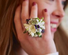 Are These Fresh Floral Rings The New Flower Crowns? - The Chalkboard Homecoming Flowers, Bridesmaid Flowers, Wedding Flowers, Corsage Wedding, Prom Corsage, Diy Crown, Floral Headpiece, Floral Centerpieces, Flower Arrangements