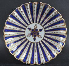 A WORCESTER BLUE AND GILT STRIPED CIRCULAR DISH, CIRCA 1770 Lot 1264