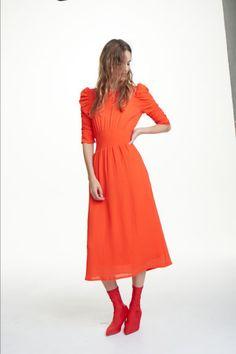 Sukienka z marszczeniem Model