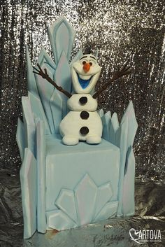 Frozen Party Decorations, Office Christmas Decorations, Christmas Yard Art, Frozen Christmas, Christmas Truck, Xmas, Frozen Themed Birthday Party, Birthday Party For Teens, Birthday Party Themes