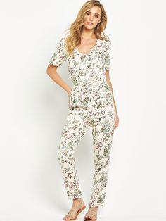 V by Very's floral printed jumpsuit embraces the onset of spring and summer with its palette of neutral hues and petal-strewn print. Cut to a close yet comfortable fit, the fabric is cinched at the waist to put all eyes on the narrowest point of your silhouette, while the V-neck cut, silver-toned zips and rolled cuffs add to its luxed-up casual vibe. Styling Ideas  Keep this piece the centre-point of your look by pairing with fuss-free sandals and...