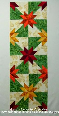I could see this as a christmas quilt. Table Runner And Placemats, Table Runner Pattern, Quilted Table Runners, Star Quilt Blocks, Star Quilt Patterns, Star Quilts, Colchas Quilting, Quilting Projects, Hunters Star Quilt