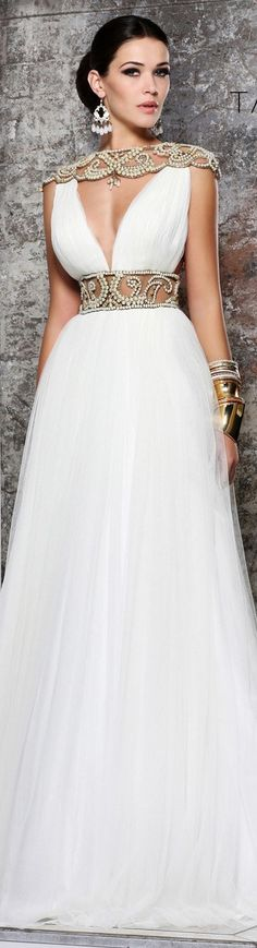 Tarik Ediz couture 2015 ~ ♥ Fuck a wedding dress, I want to wear this to dinner. Or the grocery store, depending on my mood that day. That shoulder/neck piece makes my heart happy. Más