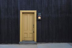 The front door is the focal point from the exterior of the house. The front door is also the first thing people see when visiting, … Wooden Front Door Design, Wooden Front Doors, Key Diy, Commercial Real Estate, Exterior Doors, Closed Doors, Home Improvement Projects, Diy Home Decor, Decor Crafts