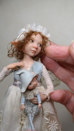 "In deze galerij stel ik mijn fairy kinderen voor , ik noem ze ook ""dotjes"".   Ze zijn gemaakt uit prosculpt .   Voor de kleding geb... Dollhouse Dolls, Miniature Dolls, Avatar Babies, Sculpture Clay, Ceramic Sculptures, Kobold, Clay Fairies, Fairy Figurines, Baby Fairy"